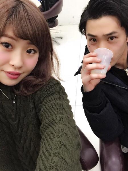 カットしてもらいながら(青山 表参道美容室ブルーフェーセス高森恭生のブログ)